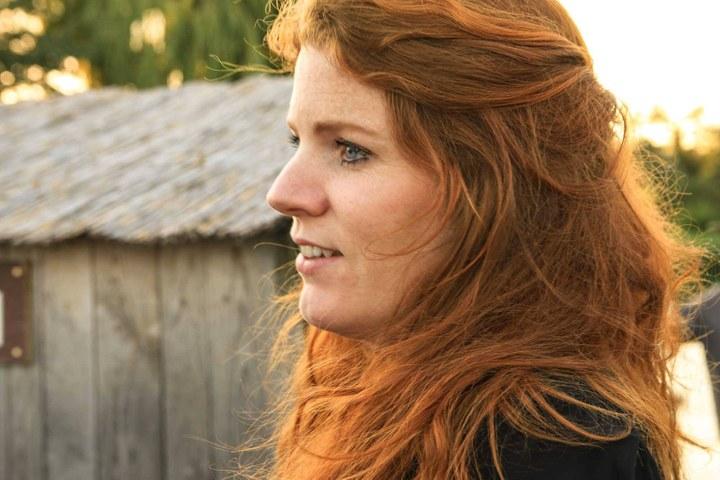 Renee van Bavel zingt Herman van Veen
